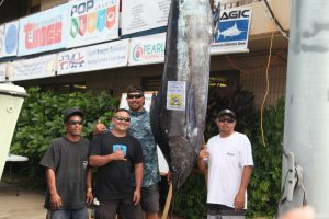 Congratulations to Captain Keith Frias of KOLOHE K for landing the largest fish of the tournament a whopping 422 pound Au.